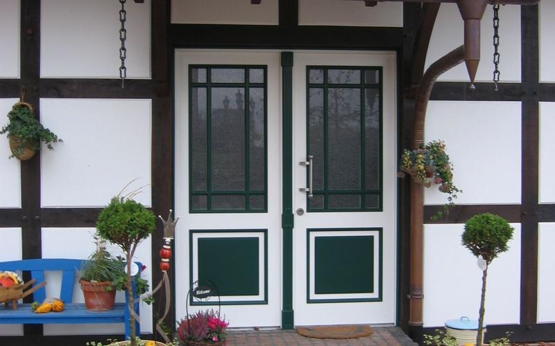 Tischlerei Riese, Glandorf; Osnabrück, Münster, Tecklenburg  Holz- Haustür 2 flg. in grün weiß