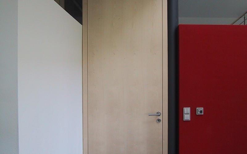 Tischlerei Riese, Glandorf; Zimmertürelement Ahorn furneirt, stumpf einschlagend , raumhoch